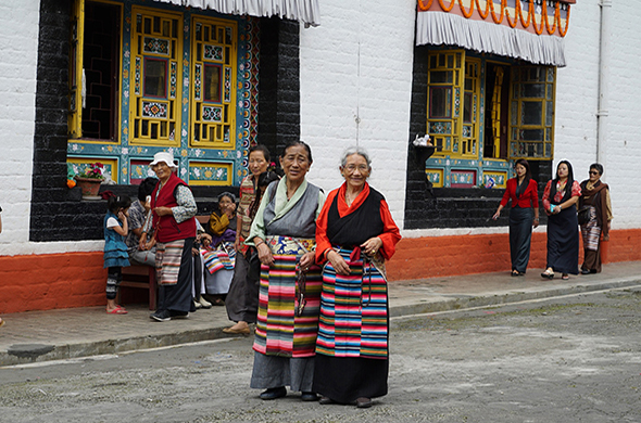 sikkim women with prayer beads